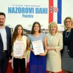 Nagradene-ucenice-8.r.-Ela-Juras-i-Ivana-Matulic-uz-prof.dr_.sc_.-Gordanu-Rusak-ministra-Lovru-Kuscevica-i-ravnateljicu-Simonu-Fabijanovic